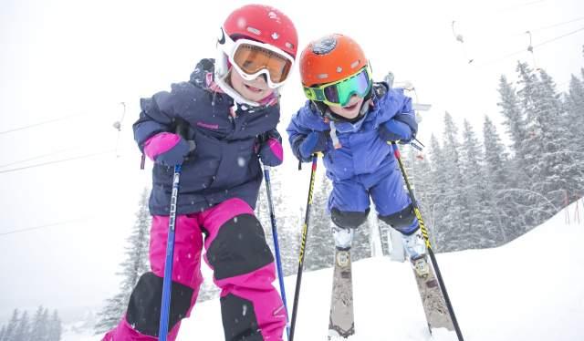 Family skiing in Hemsedal