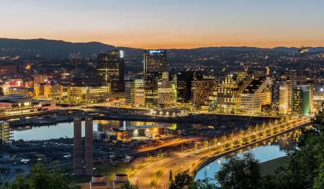 Światła miasta w Oslo nocą