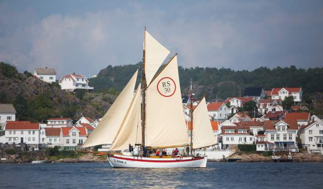 Sailboat passing Risør