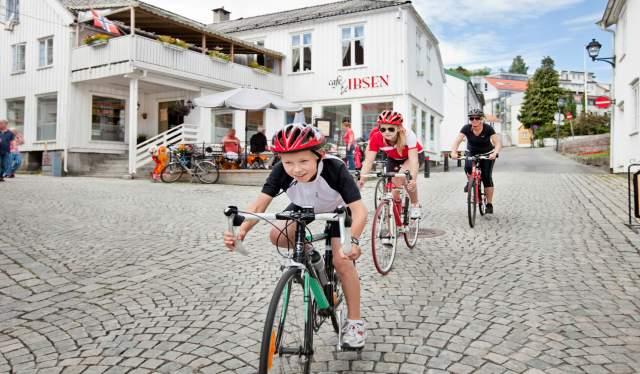 Grimstad-biking-Norway