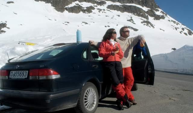Couple by car, Beitostølen