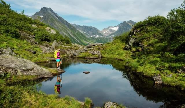 Trail running and hiking Hjørundfjorden