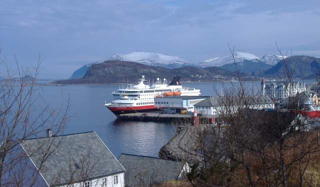 Hurtigruten docking in Ålesund