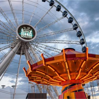 Exclusive Views on Navy Pier's VIP Ferris Wheel Experience