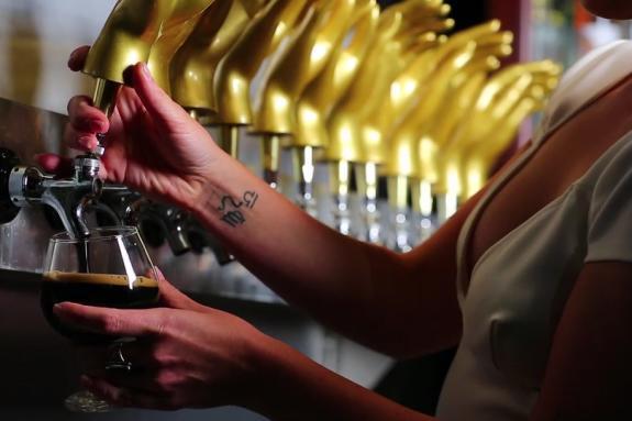 Draught beer being poured at Velveteen Rabbit in Las Vegas, Nevada
