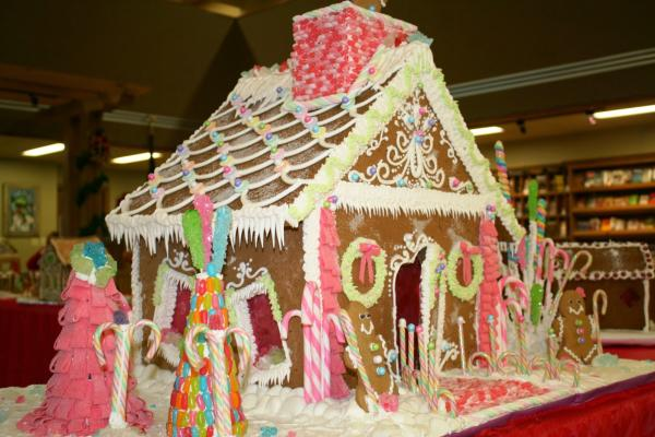 10 Whimsical Gingerbread Houses And How To Build Yours