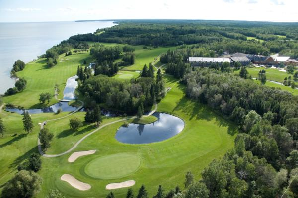 Drone shot of a hole including water hazard at the Lakeview Hecla Golf Course