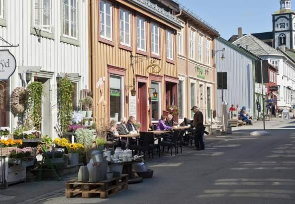 Fargerike trehus i Røros sentrum