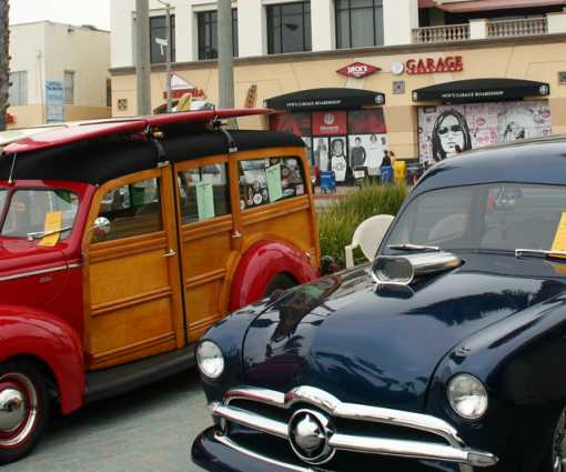Woody Cars in Pier Plaza