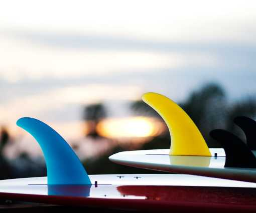 Surfing fins