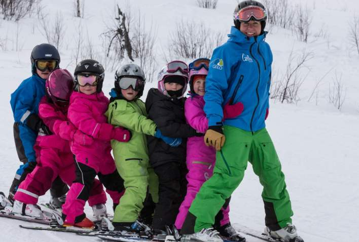 Children learning to ski, Vestlia, Geilo