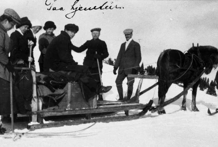 1911 Fam Høva på hjemtur