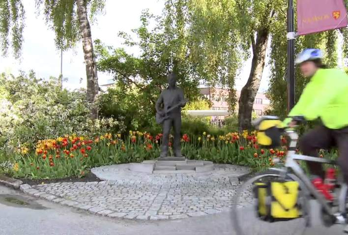 Cycling along Kystriksveien