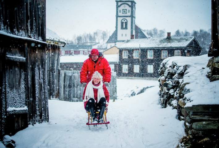 Couple at kick sledge at Røros