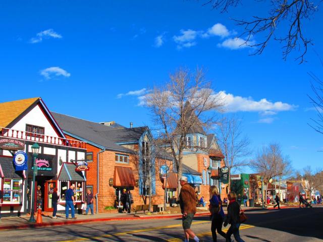 Downtown Estes Park Shoppers