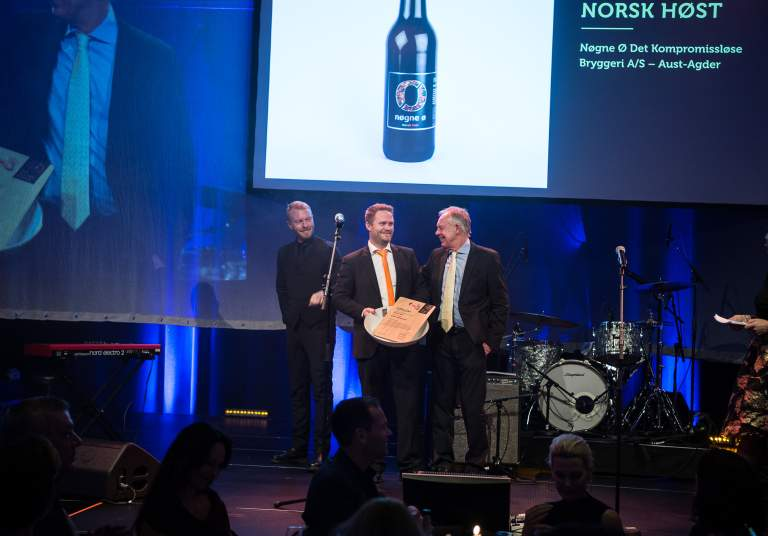 Nøgne Ø accepts the award for best Norwegian beer at Det Norske Måltid 2016
