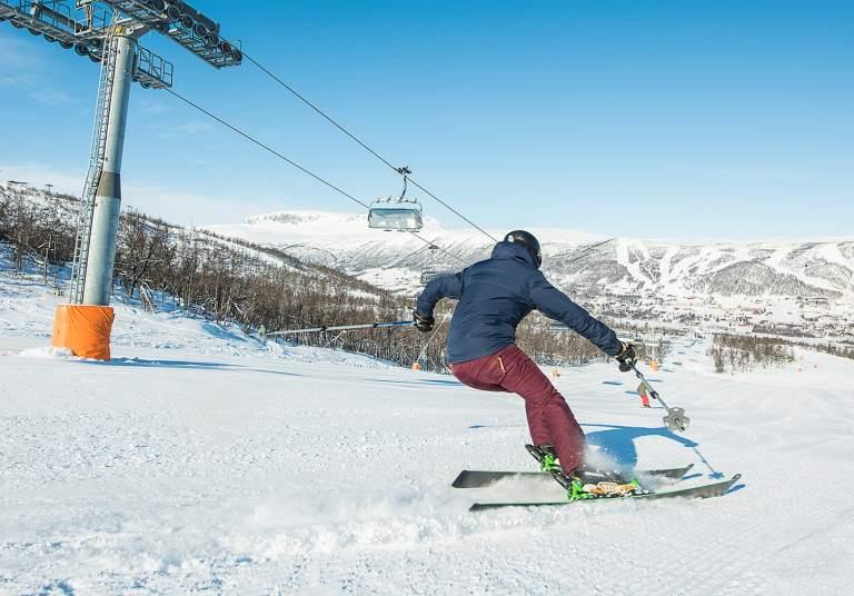 Skiing at Kikut view to Geilo