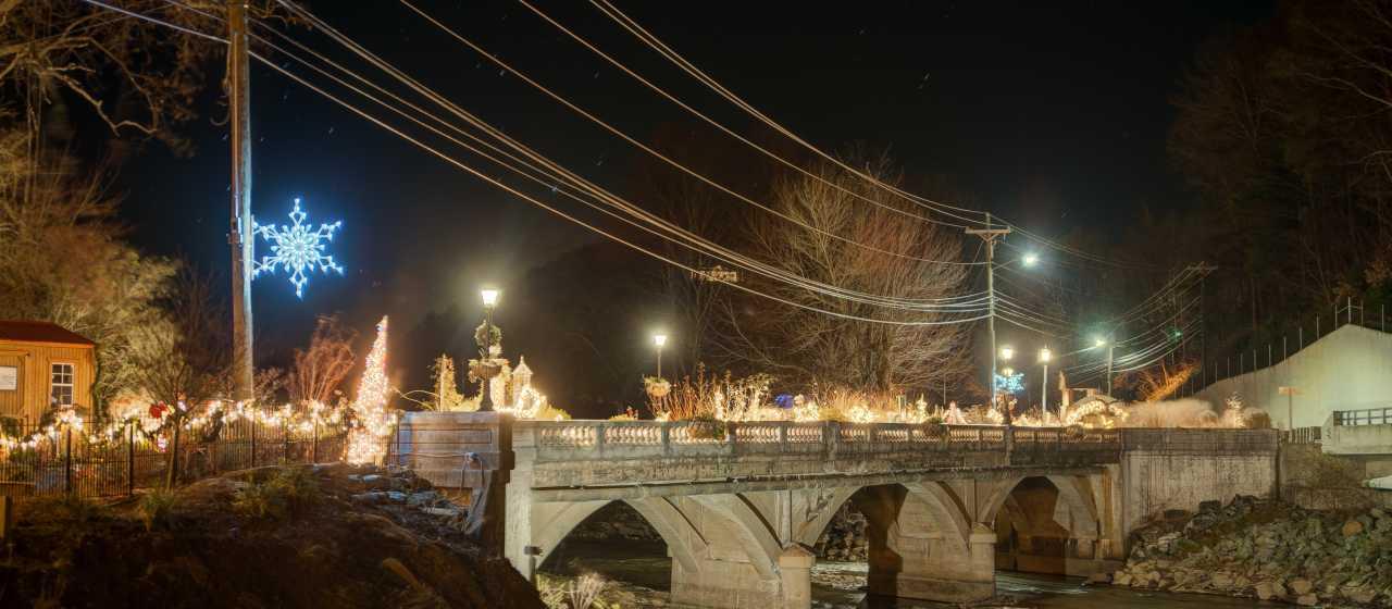 Flowering Bridge at Christmas}