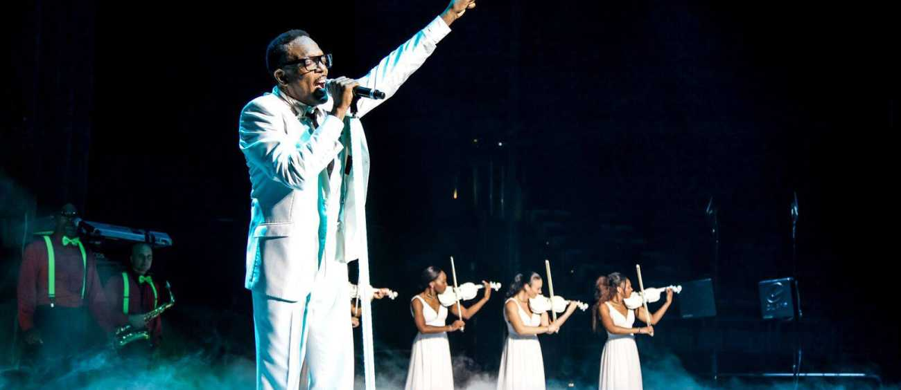 A photo of Charlie Wilson in concert
