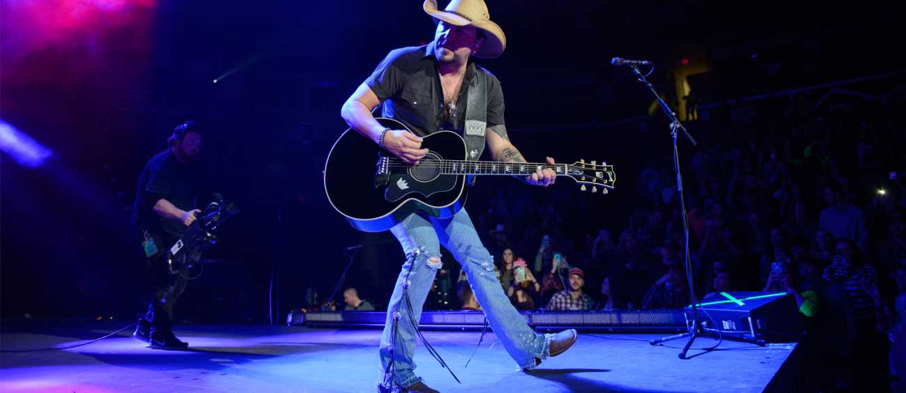 A photo of Jason Aldean performing live