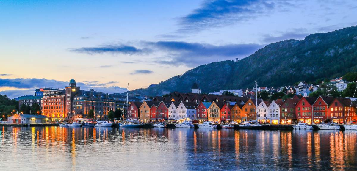 https://res.cloudinary.com/simpleview/image/upload/c_fill,f_auto,h_575,q_64,w_1200/v1/clients/norway/bryggen_wharf_in_bergen_norway_2_1_cf2fbd46-e9f6-4ae0-a3b7-50a4655f8788.jpg