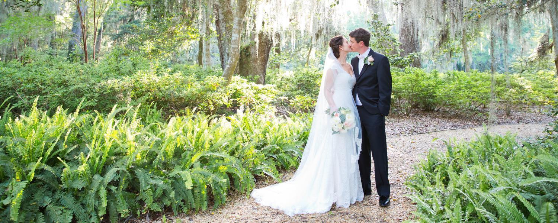 Weddings_Primary_kissing_garden