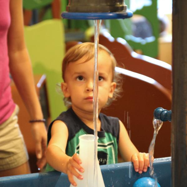 Child plays in water at Wonderlab