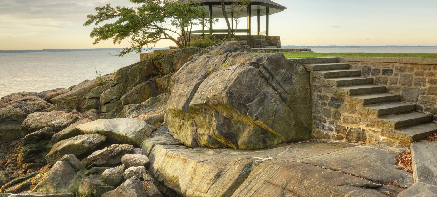 Larchmont-Shutterstock Long IslandSound -iStock-594044850