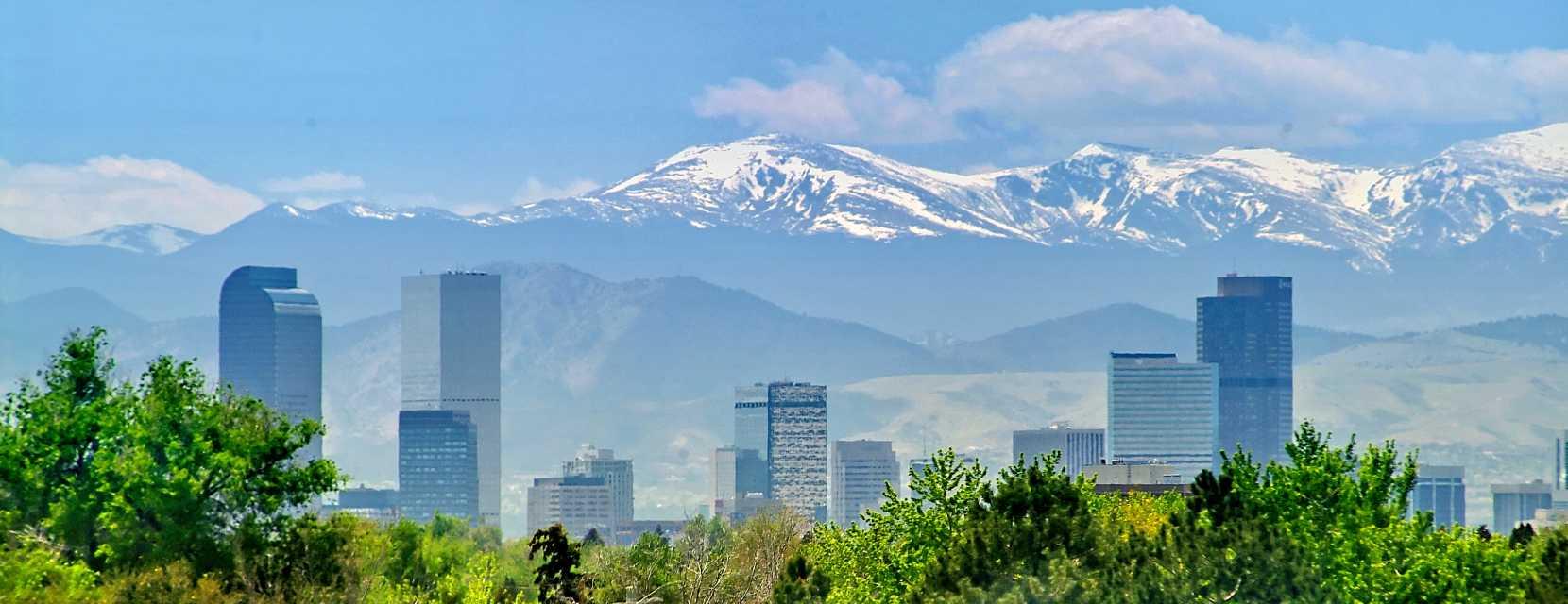 Denver skyline mountains los libros resumidos de for Ikea hours denver