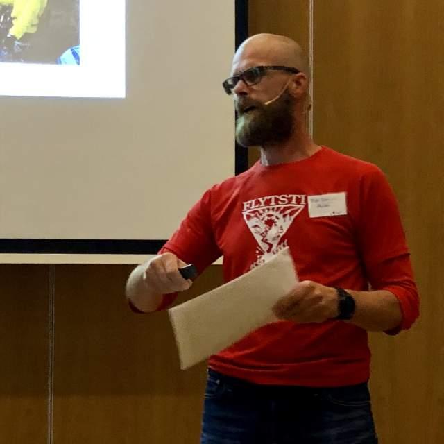Bilde av Truls Andersen Ekelund som holder presentasjon på fagdag terrengsykkel og reiseliv