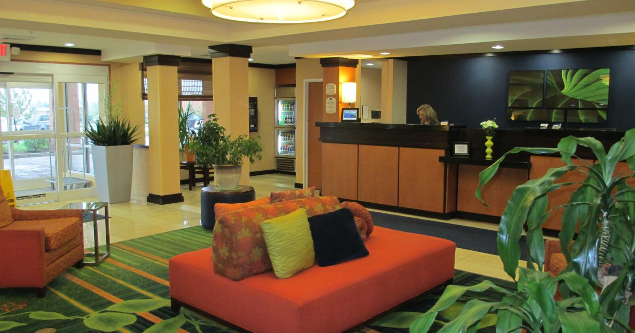 Fairfield Inn & Suites lobby in Avon