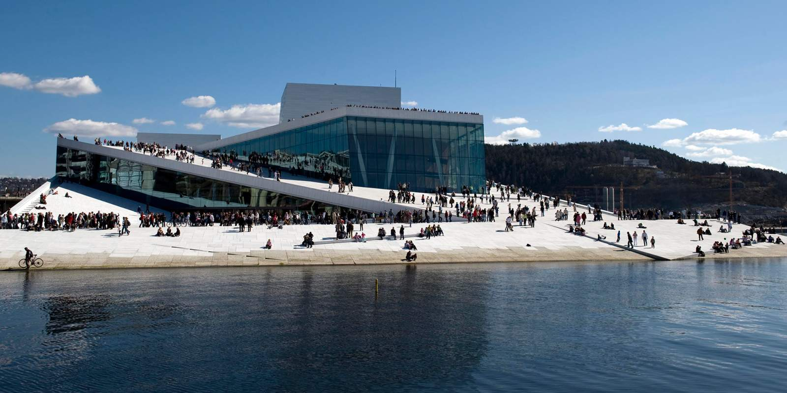 https://res.cloudinary.com/simpleview/image/upload/c_fill,f_auto,q_65,w_1600/v1/clients/norway/oslo_opera_house_norway_2_1_19f2edb1-9e5f-4ca1-ac97-f26d99523351.jpg