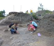 Group dig, Canadian Fossil Discovery Centre