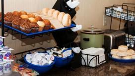 Comfort Inn & Suites Hotel Porter Breakfast