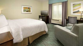 Hampton Inn & Suites Hotel Schererville King Room