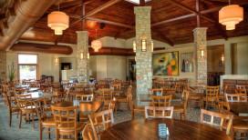 Latitudes Restaurant Portage interior