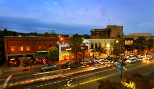 Franklin Street downtown Chapel Hill.JPG