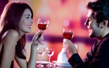 Lady and man drinking wine