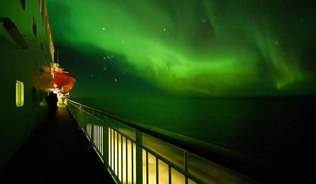 Northern lights for Hurtigruten deck