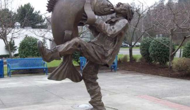 Big Catch Plaza Statue