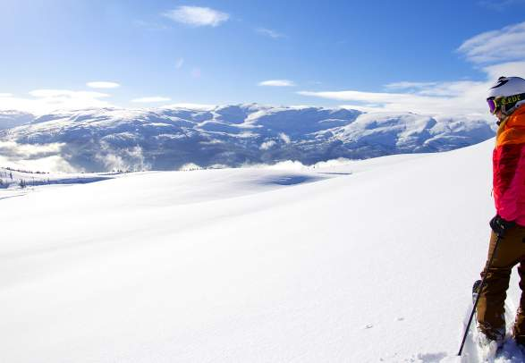 Off-piste skiing in the mountains of Voss