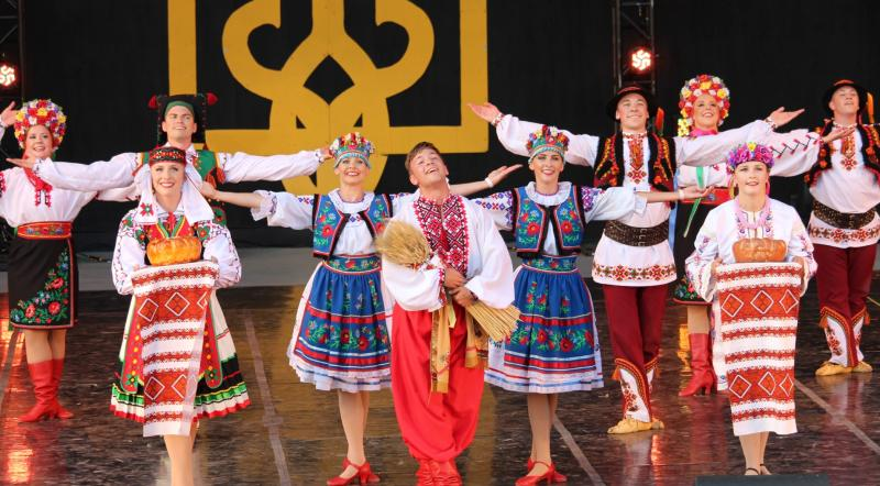 Ukrainian dancers on the CNUF Grandstand