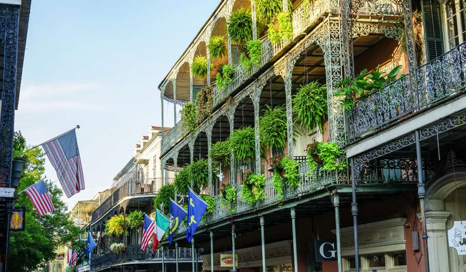 buildings and architecture of new orleans french quarter. Black Bedroom Furniture Sets. Home Design Ideas