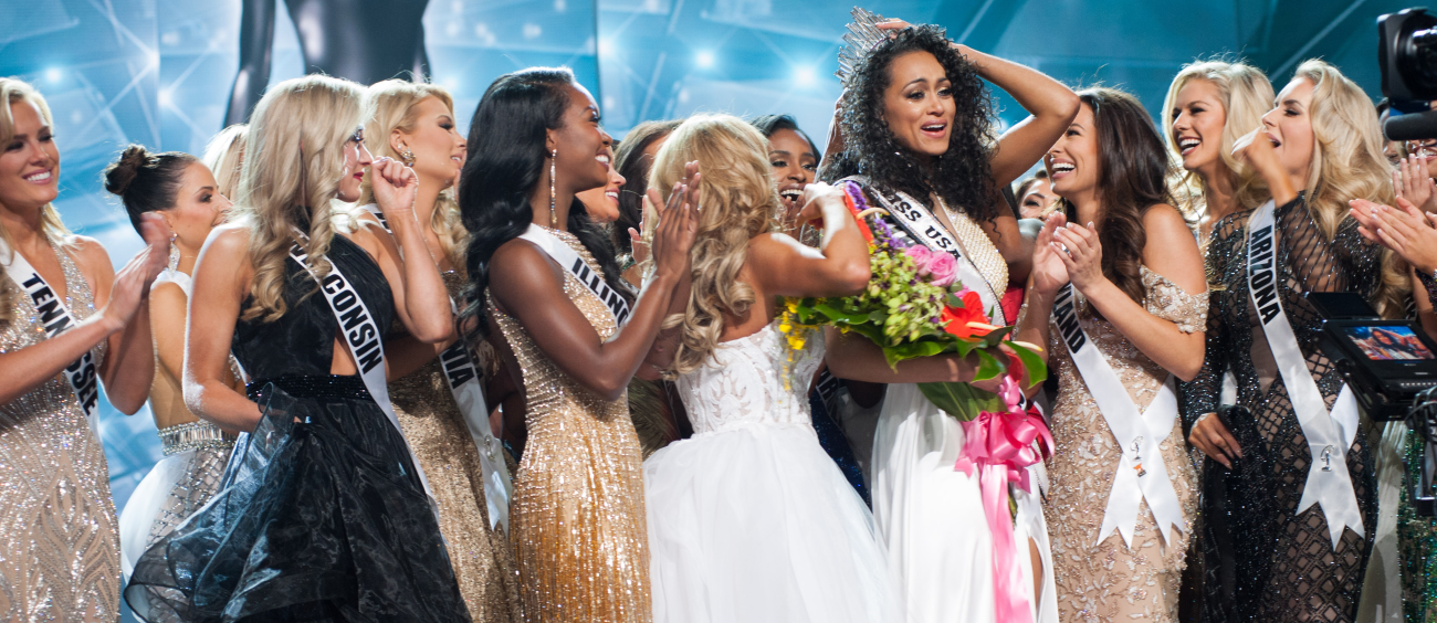 Crowning the pageant winner