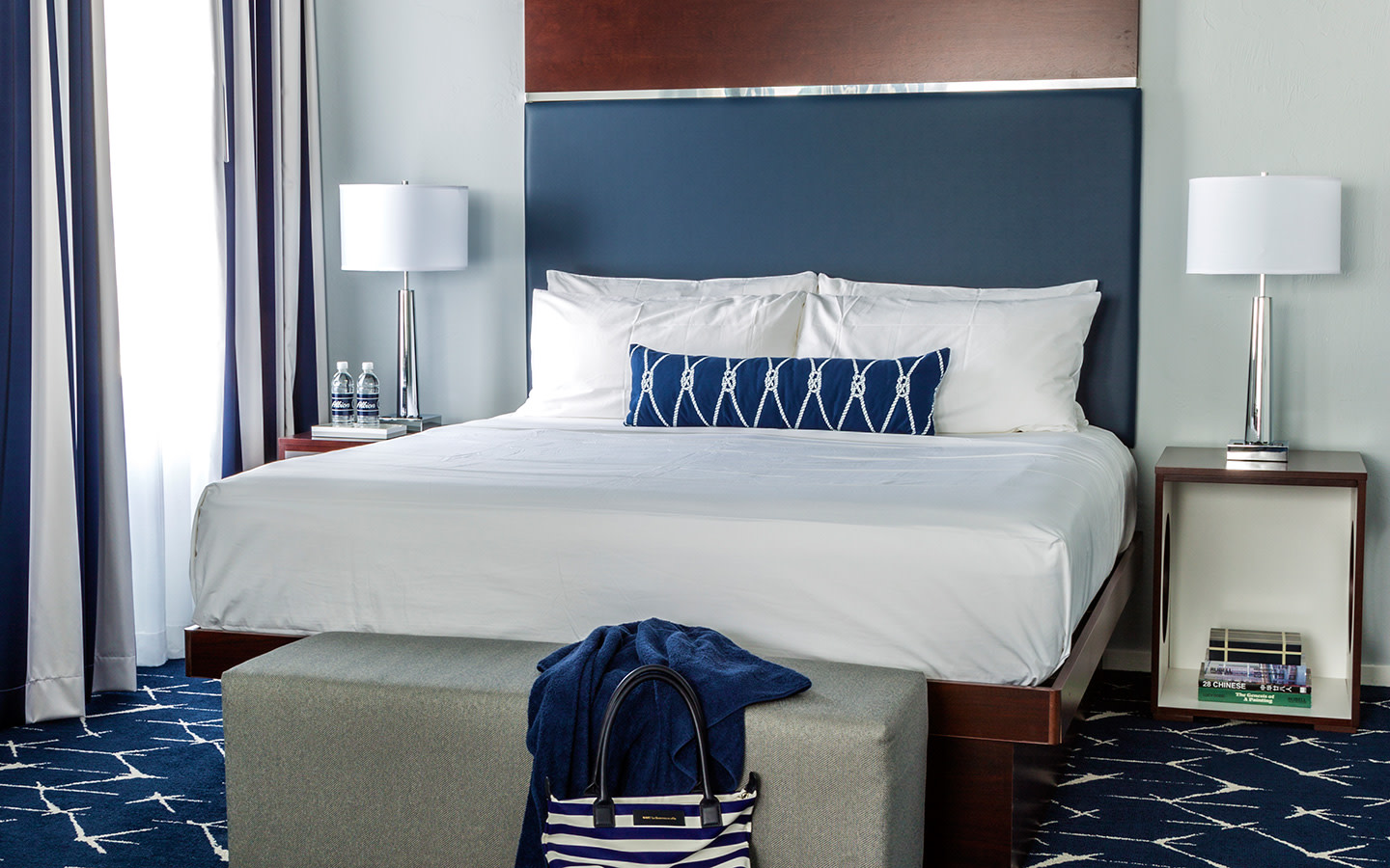 Deluxe room with one king bed