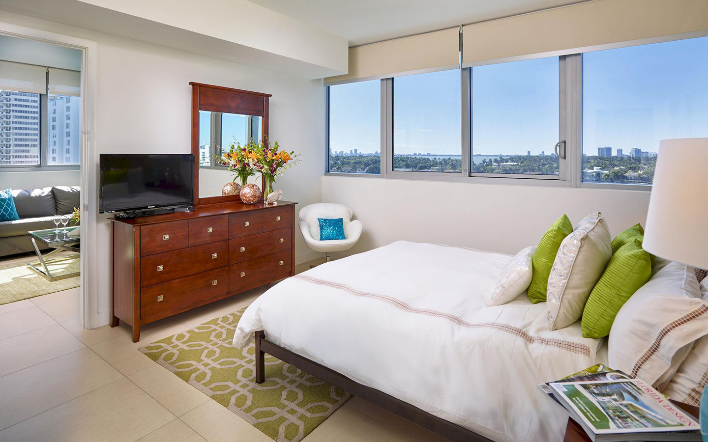 Deluxe Bay Front one-bedroom apartment suite