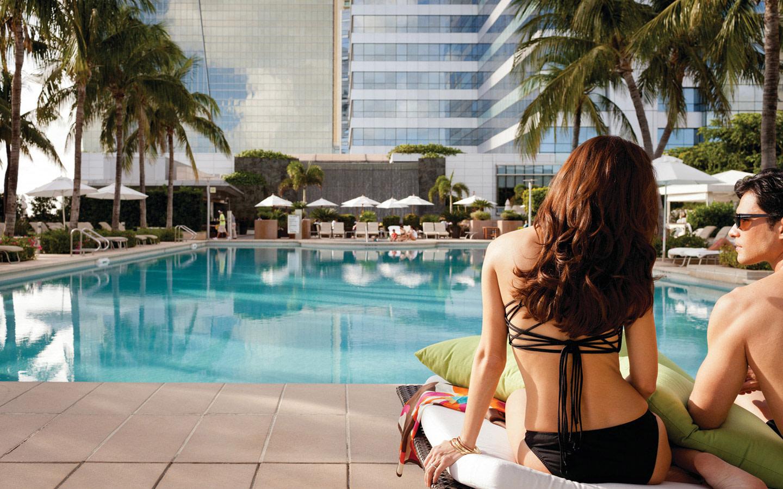 Four Seasons Hotel pool