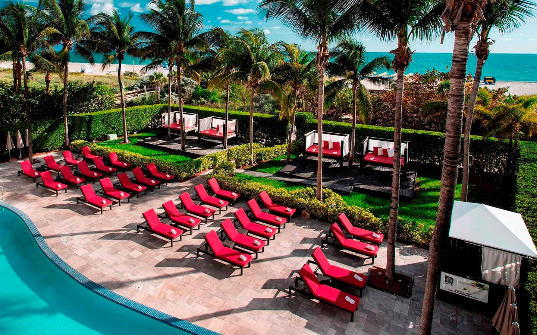 Hilton Bentley pool