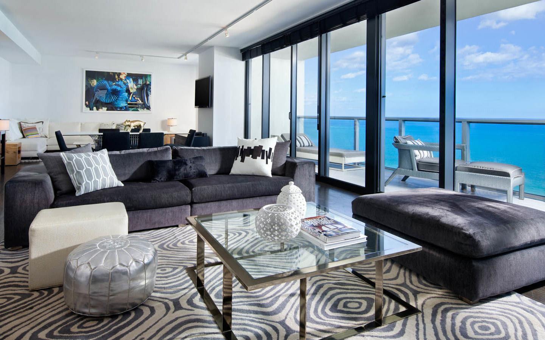 E-WOW Oceanfront Suite w/Balcony