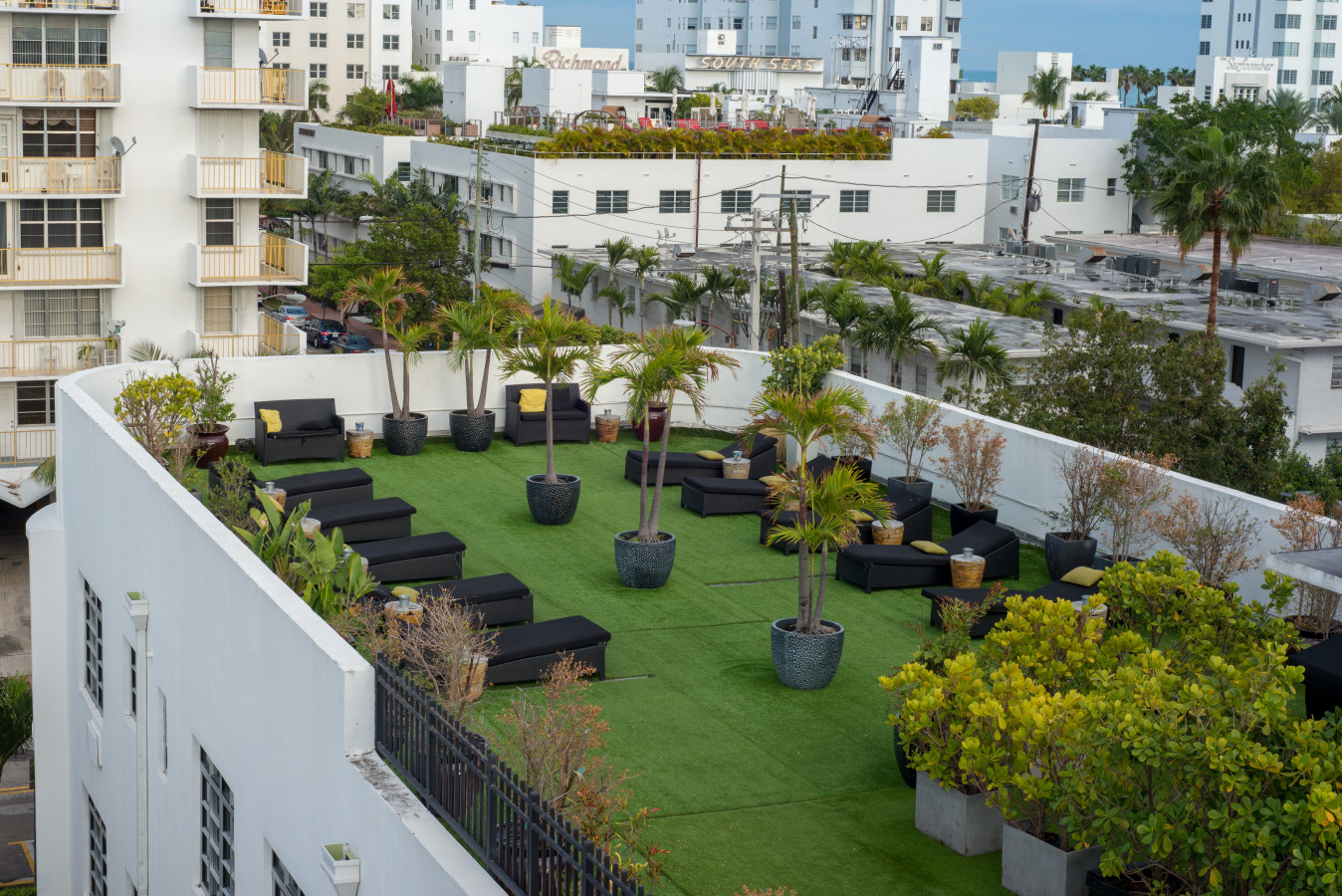 Rooftop Terrace and Sundeck - Lincoln Arms Suites